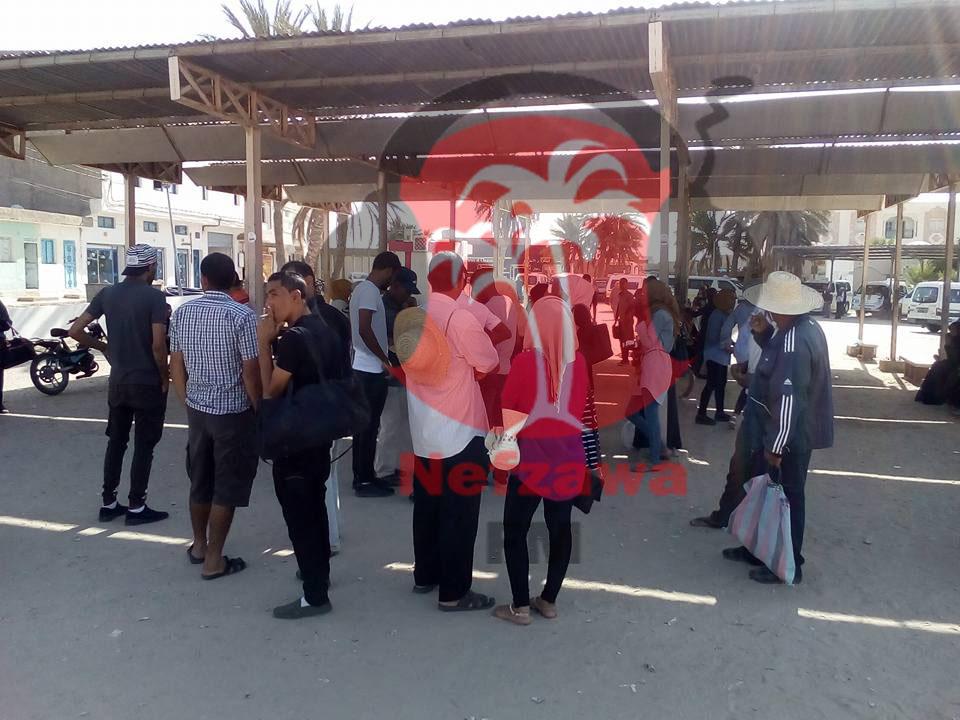اكتضاض ونقص في وسائل النقل في محطة سيارات الأجرة بدوز