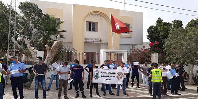 قبلي:  وقفة احتجاجية  لإطارات و اعوان الحماية المدنية و النقابة الاساسية لقوات الامن الداخلي و الديوانة (صور)