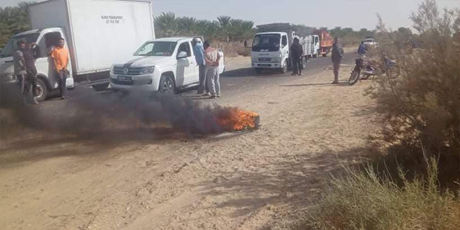 رجيم معتوق : تحرك احتجاجي للفلاحين , تهديد بالتصعيد و غلق الطريق