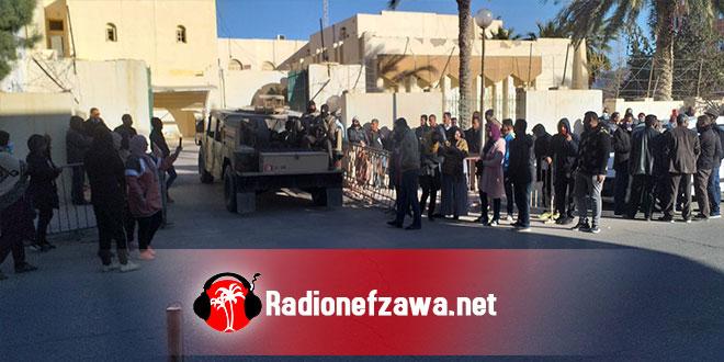 مواكبة اذاعة نفزاوة :لاعتصام محتجيّ شركة البستنة وسط تمركز لعناصر الامن و الجيش الوطني .(صور)