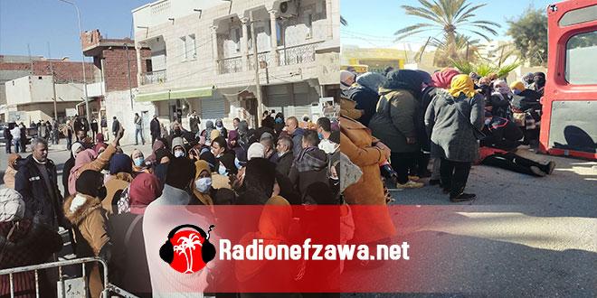 بالصور : احتجاج الناجحين في شركة البستنة …و الامن يستعمل الغاز لتفريقهم .
